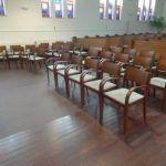 Alle stoelen op een rij